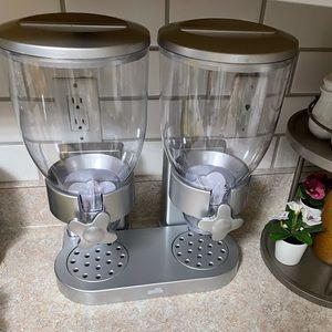 Dry Food Dispenser